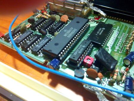 Detalle de integrado MC6847 montado sobre zócalo