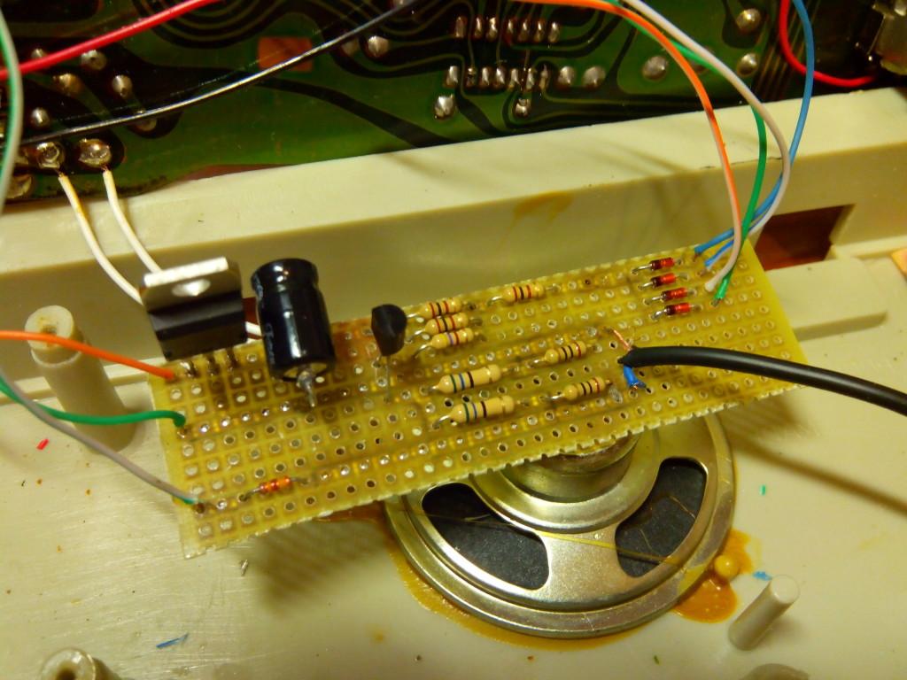 Detalle de placa de prototipos con modificación de vídeo compuesto