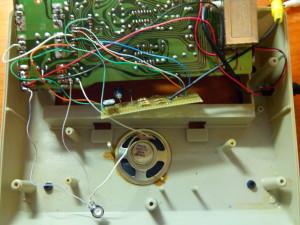 Detalle de potenciómetro en conexión de altavoz