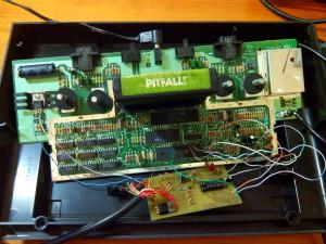 Placa de prototipos en el interior de la consola