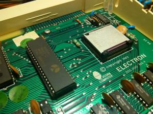Instalación de CPU 6502 sobre zócalo
