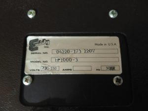 Etiqueta con modelo y número de serie