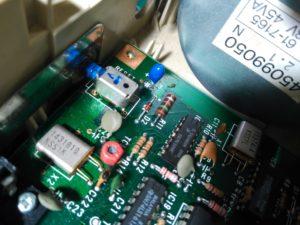 Detalle de diodo Zener (D2) y resistencia (R11)