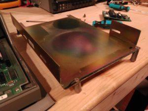 Detalle de marco metálico de sujeción de unidad de disco