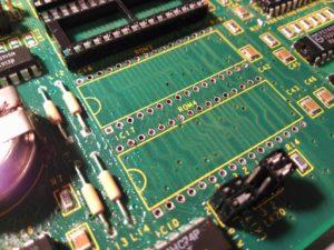 Retirada de zócalos de integrados ROM